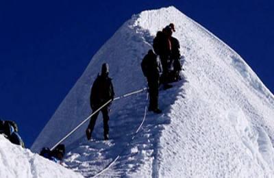 Pissang peak summiting